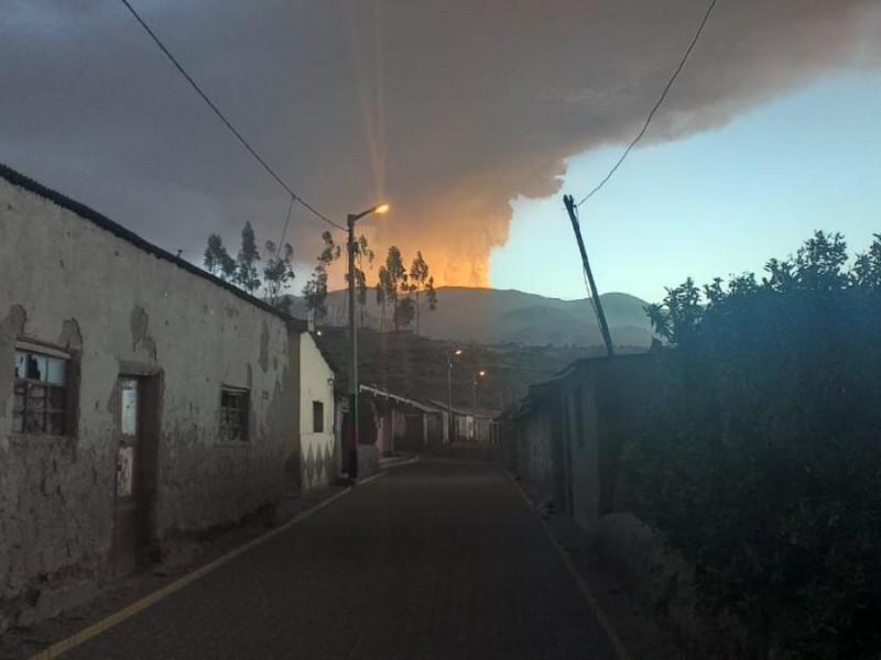 Declara Perú emergencia por erupción de volcán Ubinas