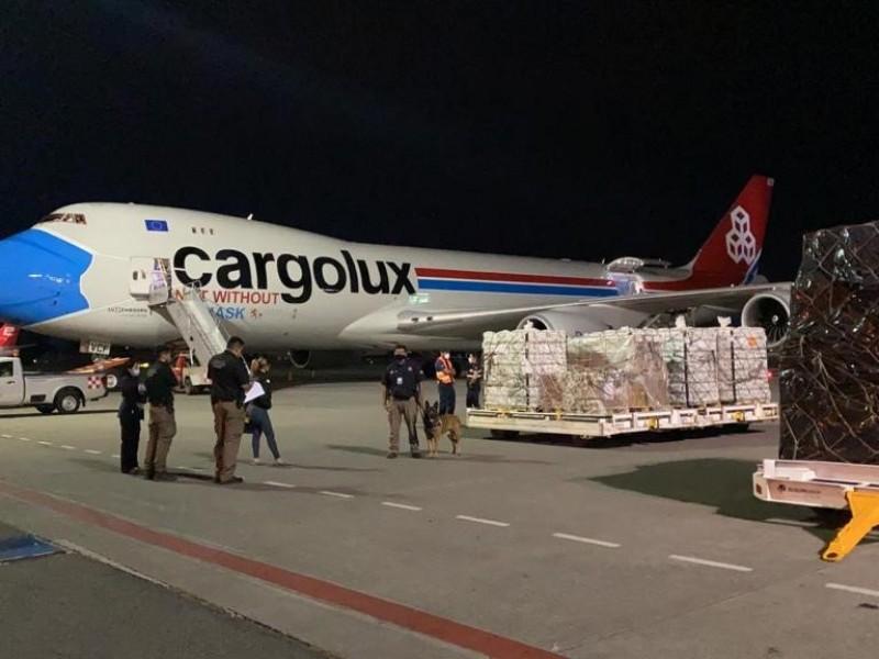 Decomisan 70 kilos de químico para drogas en Aeropuerto tapatío