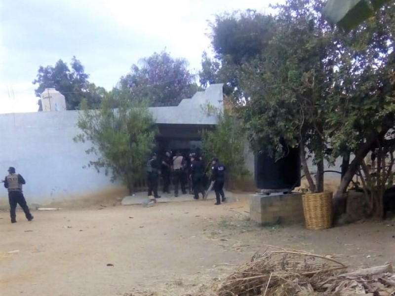 Decomisan armas y drogas en Santa Ana Tlapacoyan