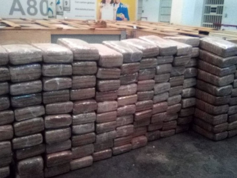 Decomisan cargamento de cebollas con droga en Arteaga