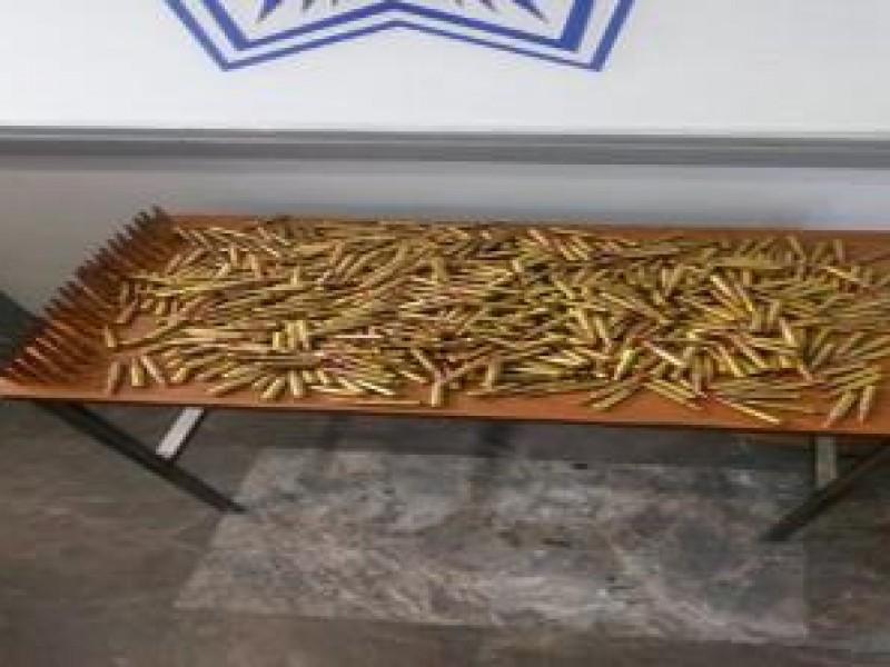 Decomisan cartuchos para armas en Central de Autobuses