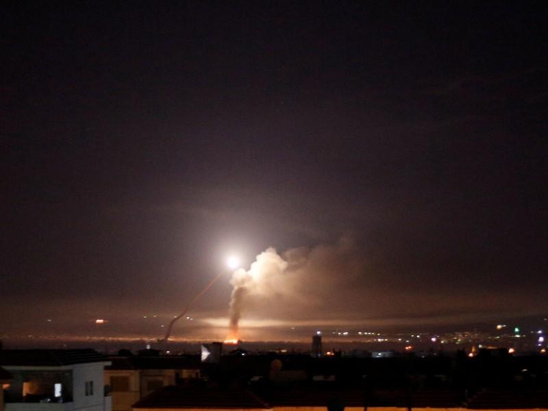Defensa antiaérea siria repele ataques israelíes sobre Damasco