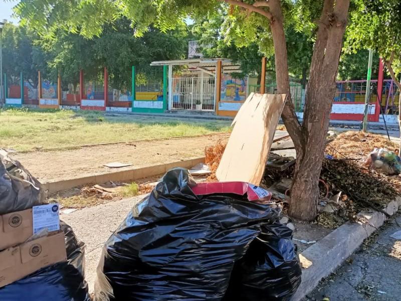 Dejan la basura porque no les dan dinero, denuncia escuela