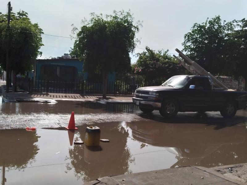 Demandan atender drenaje colapsado, temen aparezcan nuevos socavones