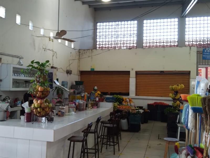 Demandan mejoras al mercado Francisco Villa; Ayuntamiento los abandonó, denuncian