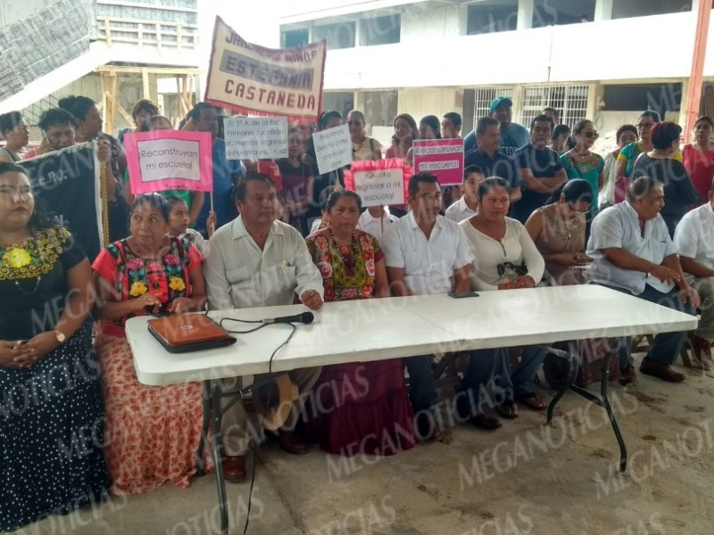 Demandan reconstrucción de escuelas en Juchitán