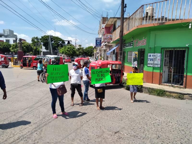 Demandan retiro de casetas ubicadas en espacio público en Juchitán