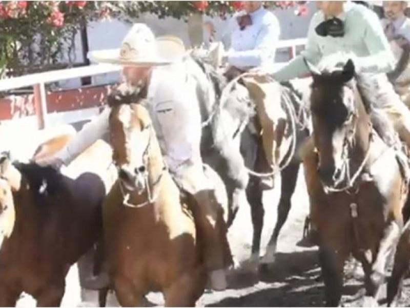 Demuestra Anaya dotes de charro en Zacatecas (VIDEO)