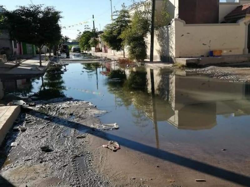 Denuncian ciudadanos colapso de drenaje en Milpas Viejas, Tecuala