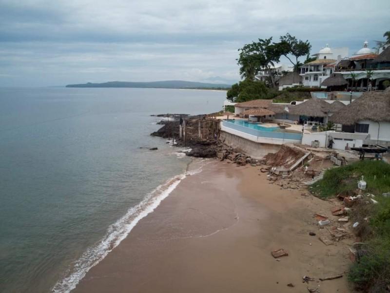 Denuncian construcción de muelle sobre arrecife en La Peñita