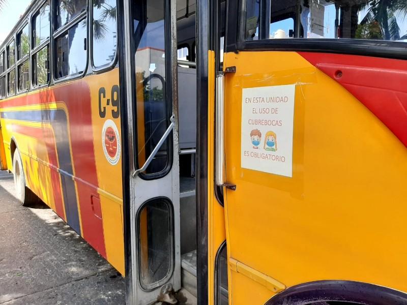 Denuncian desacato de uso de cubrebocas en el transporte público