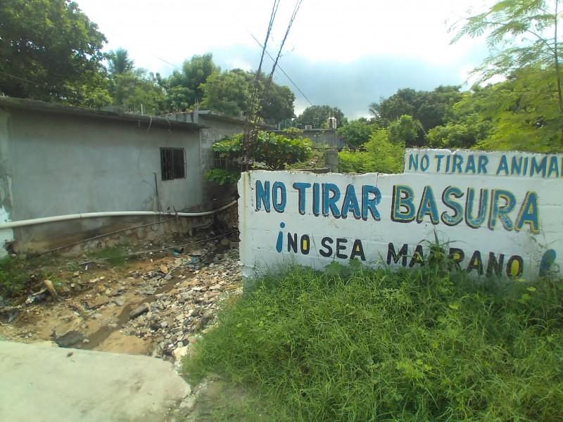 Denuncian falta de atención en canales pluviales en Salina Cruz