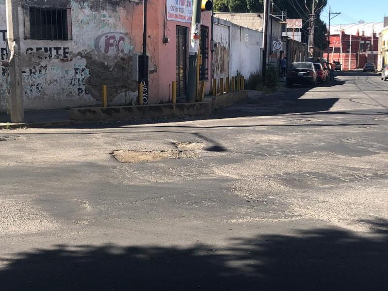 Denuncian gran cantidad de baches en el Barrio de Xonaca