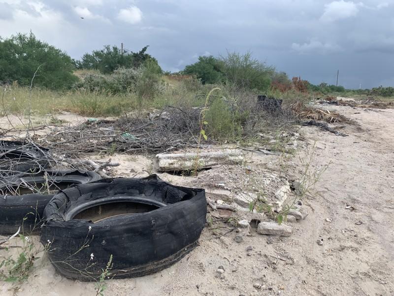 """Denuncian habitantes de colonia """"La Fuente"""" basura en arroyos"""