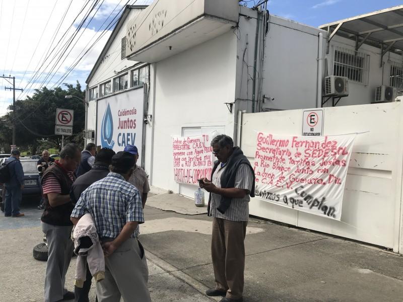 Denuncian habitantes de Río Blanco agua contaminada