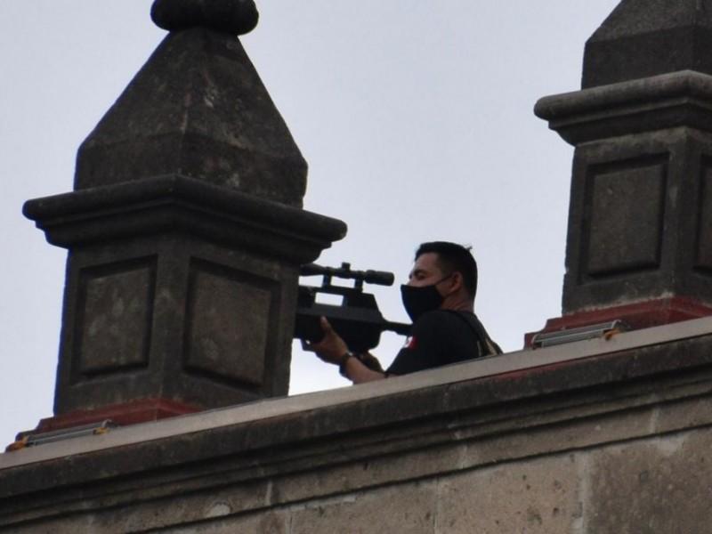 Denuncian presencia de hombres armados en techo de Palacio Nacional