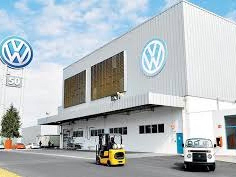 Denuncian que Volkswagen ya trabaja con el 100% de plantilla