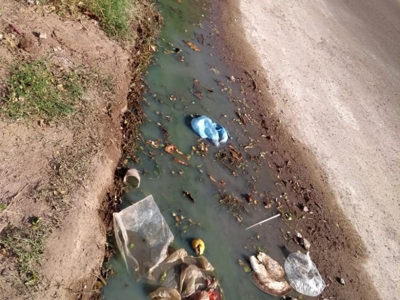 Denuncian vecinos derrames de aguas negras