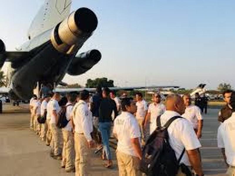 Deportan INM a 56 migrantes cubanos