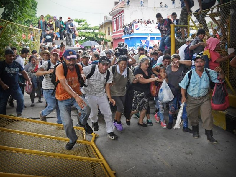 Deportarán a quienes rompieron cerco en la frontera