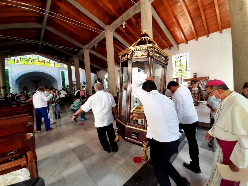 Depositan cenizas del Obispo Lona Reyes en catedral de Tehuantepec