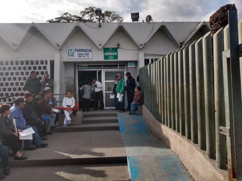 Derechohabientes del IMSS señalan que pandemia agudizó falta de medicamentos