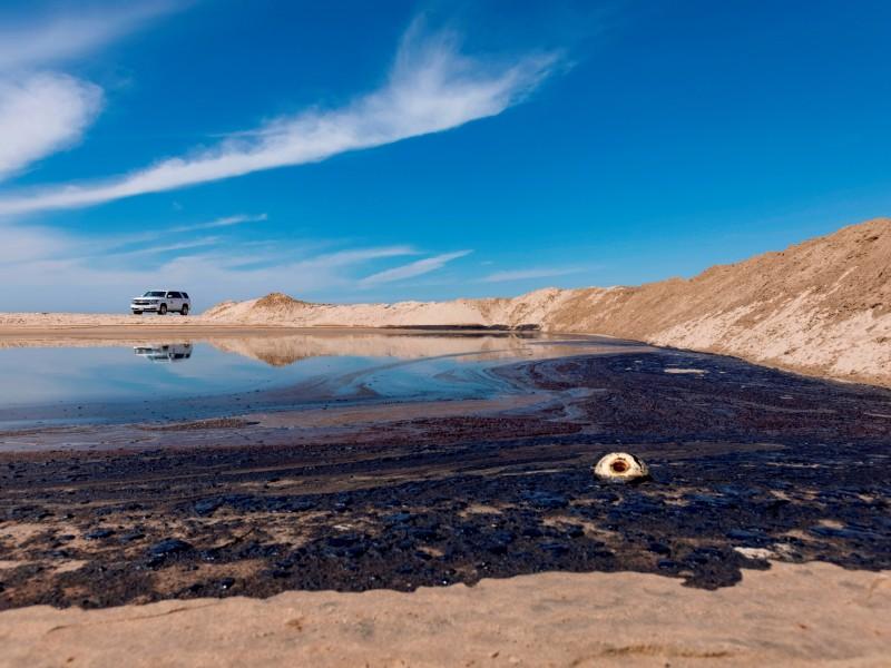 Derrame de petróleo afecta playas del sur de California