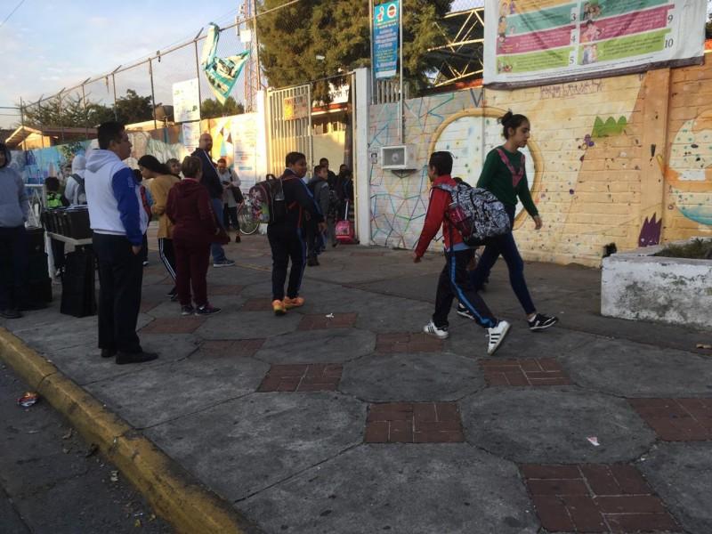 Desabasto de gasolina retrasa llegada de estudiantes