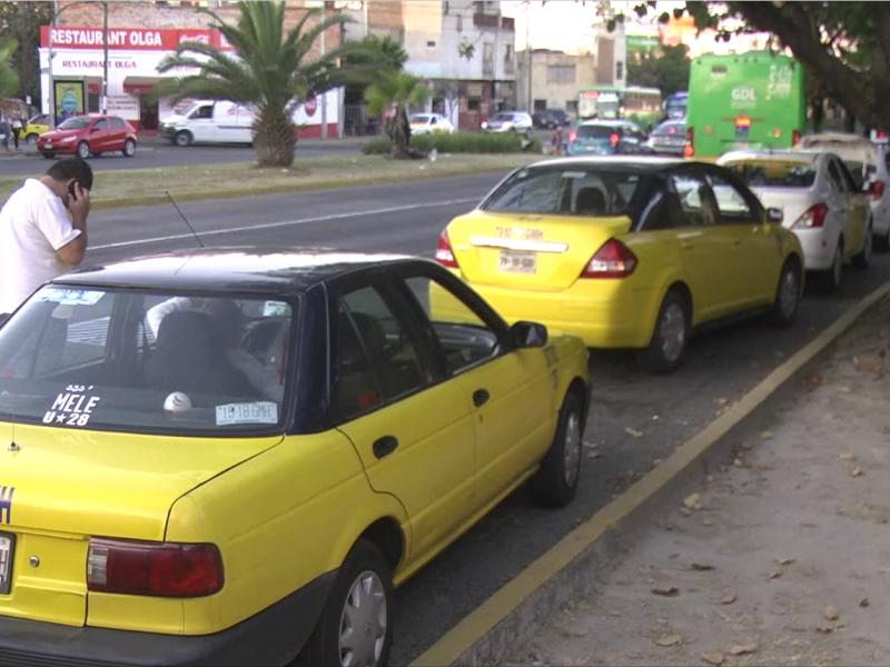Desabasto pega a taxistas; Zapopan reduce operación