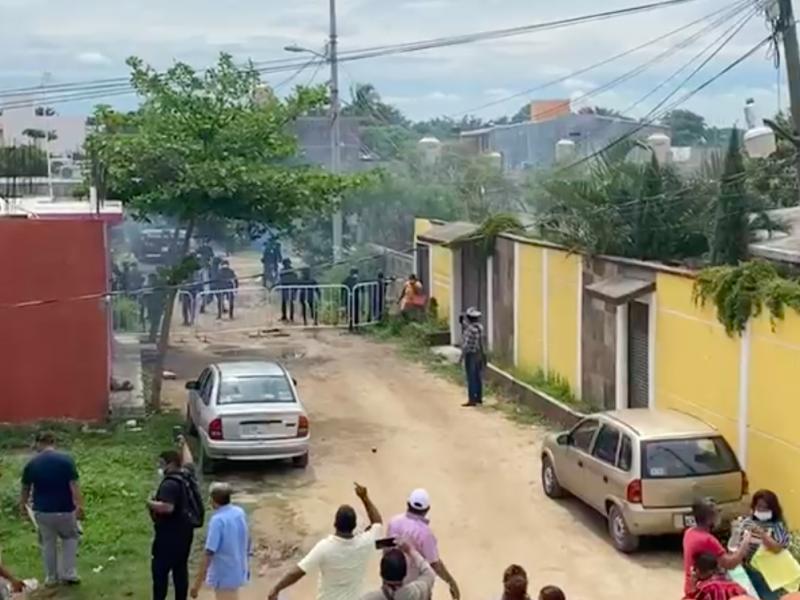 Desalojan a militantes de MORENA con gas lacrimógeno en Juchitán