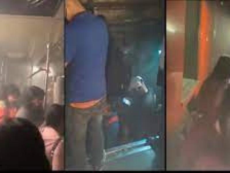 Videos: Desalojan a usuarios del Metro, caminan por las vías