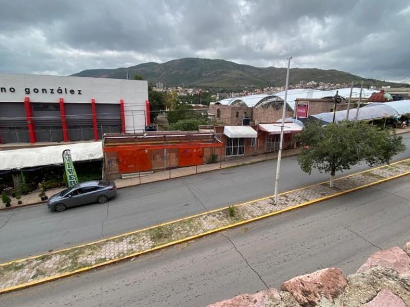 Desalojarán a comerciantes ubicados en las afueras del Gimnasio Marcelino