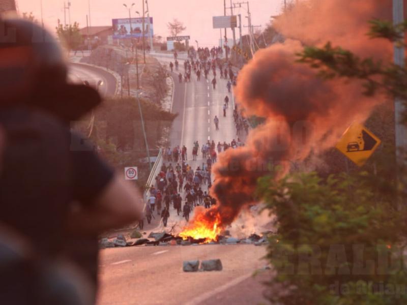Desalojo termina en vandalismo y agresiones a civiles