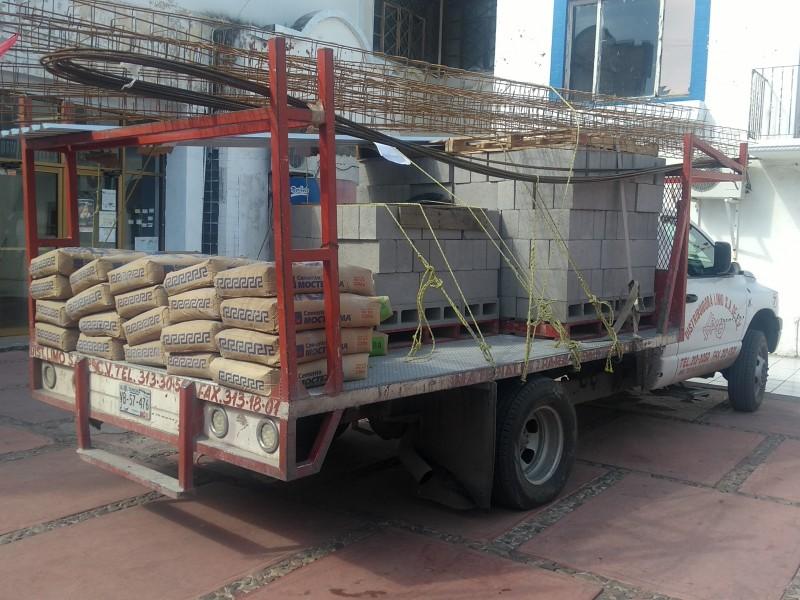 Desarrollo Social entrega materiales de construcción.