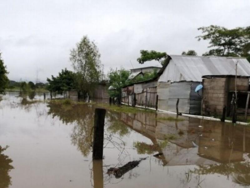 Desborda río Coatzacoalcos y afecta comunidades de Jesús Carranza