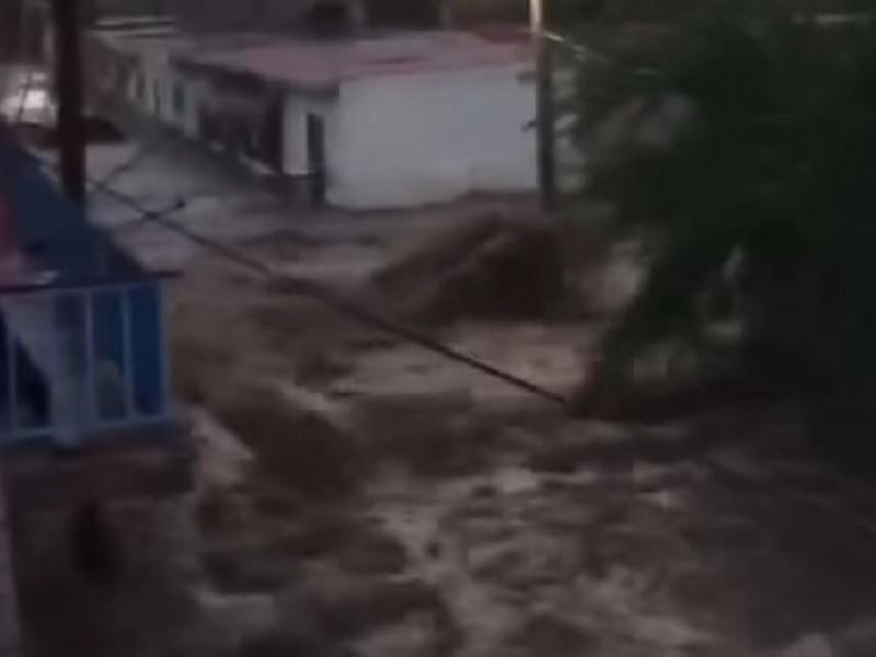 Desbordamiento de Arroyo en Chimaltitán deja 50 casas afectadas