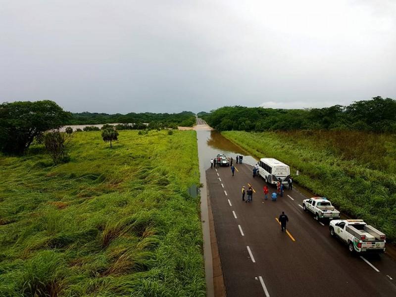 Desbordamiento de ríos obligó a cierre de caminos