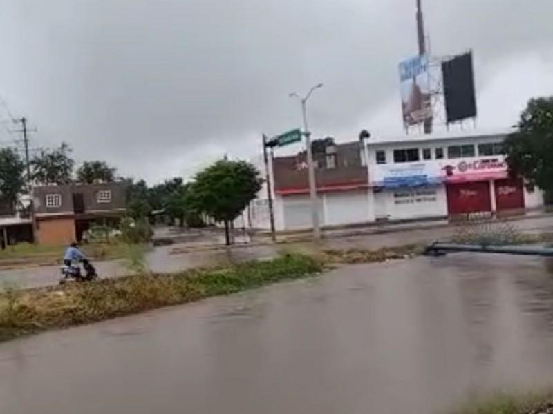 Desborde del dren Juárez inunda colonias aledañas