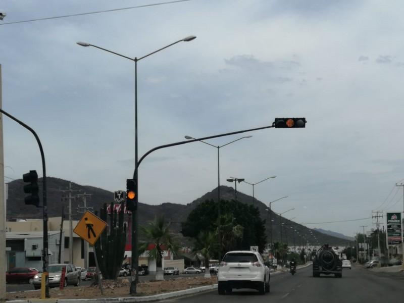 Descompuestos dos semáforos al norte de Guaymas