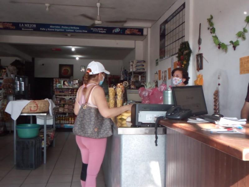 Descoordinación en semáforo epidemiológico causa confusión, reconocen comerciantes