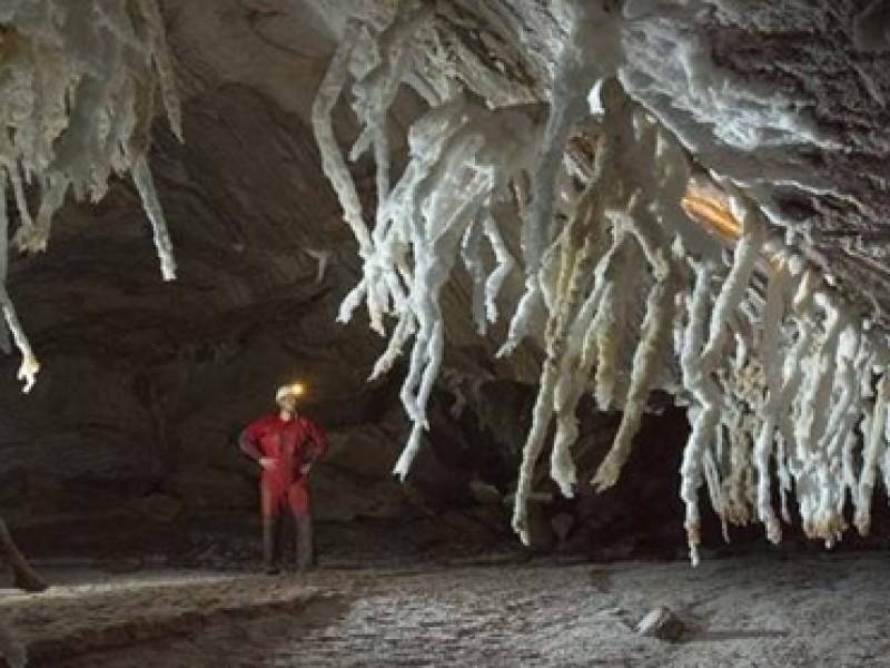 Descubren cueva de sal más grande del mundo