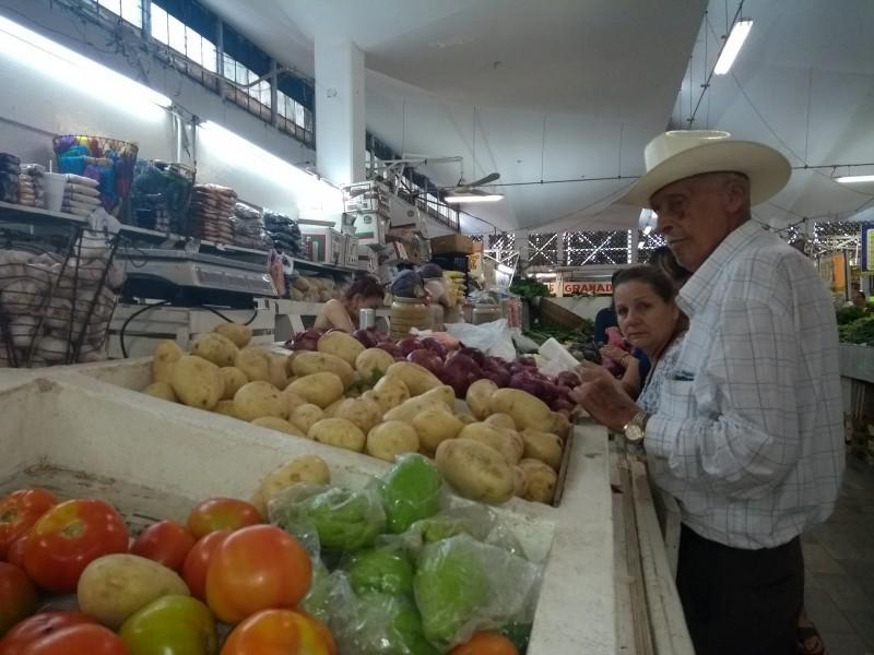 Desempleo y aumento canasta básica, golpea a familias en México