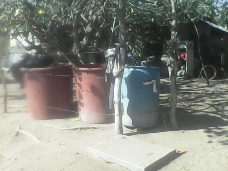 Desesperados por la falta de agua