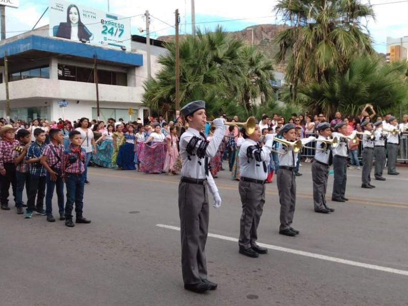 Desfilan por aniversario de la revolución