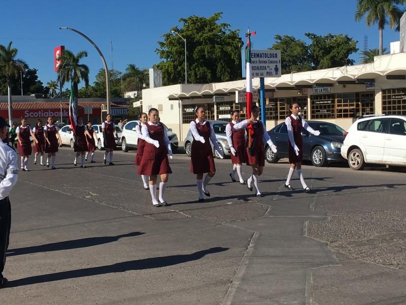 Desfilan por el día de la Bandera Nacional