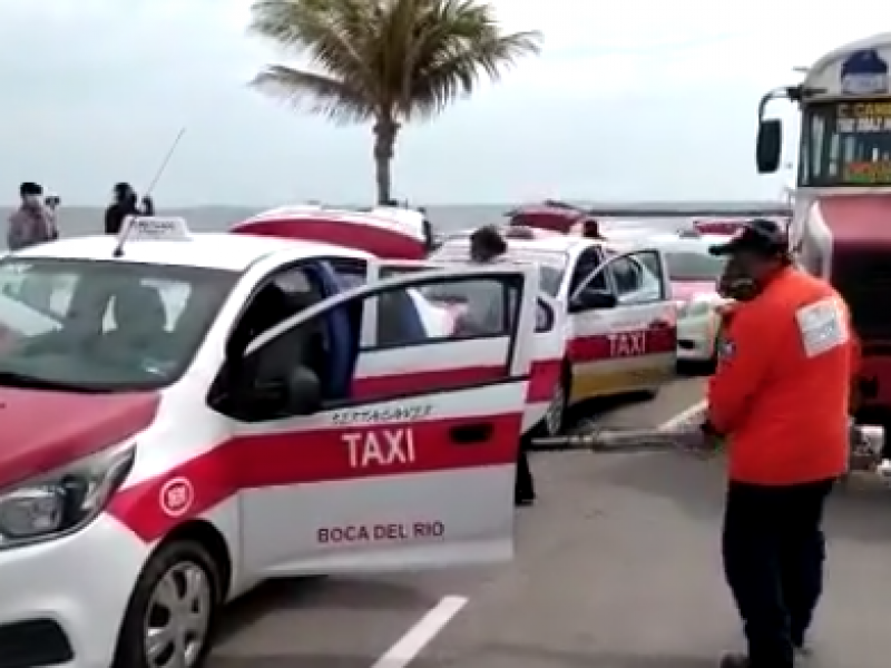 Desinfectan unidades de transporte público en Boca del Río
