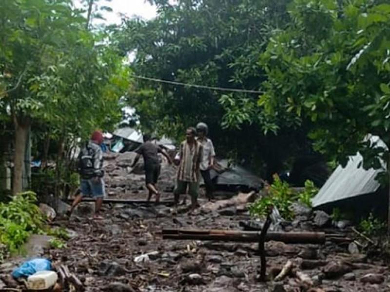 Deslaves por lluvias dejan al menos 44 muertos en Indonesia