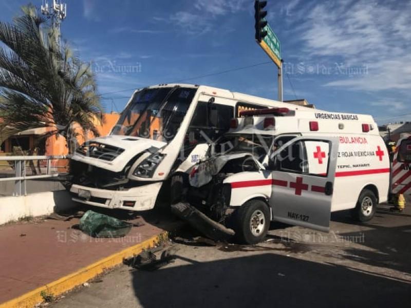 Deslindan de responsabilidad ambulancia que participó en accidente
