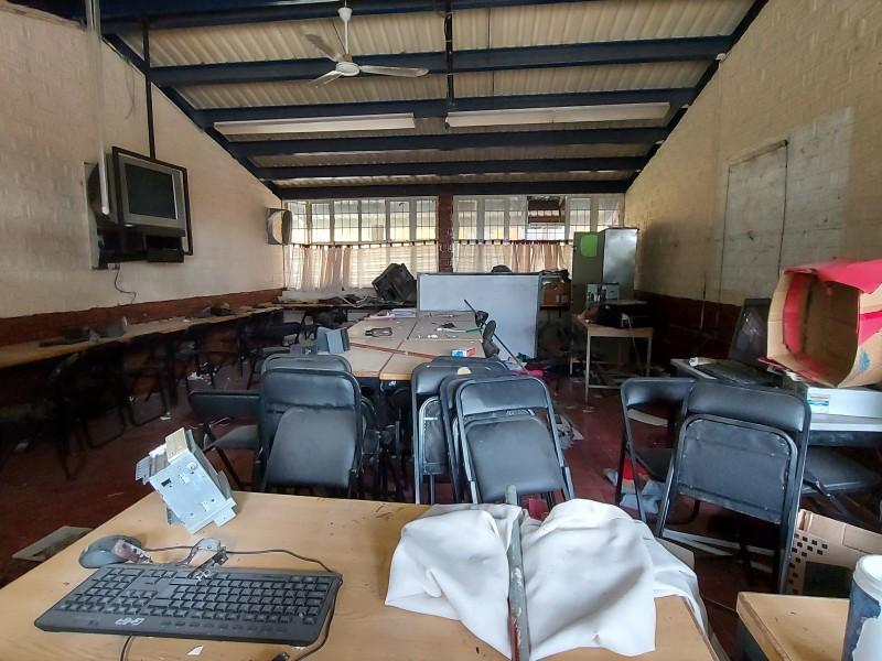 Desmantelan escuela durante pandemia