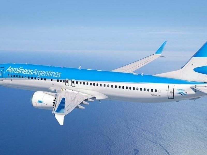 Despega avión de Aerolíneas Argentinas con 300 mil dosis SputnikV